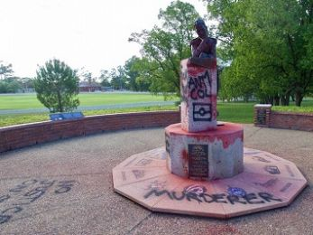 Vandalising Governor Macquarie's statue: In defence of a 'desecration'