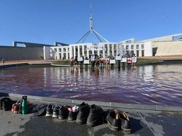 Bipartisan contempt for pro-refugee protesters at Parliament House