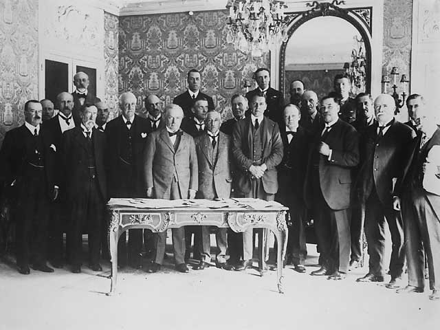 the treaty of versailles laid the first brick for peace Wilsonianism within the treaty of versailles: consonance or contradiction introductionówilson's fourteen points headline the post-war agenda ended by the armistice of november 11, 1918, world war i was the costliest, most bitter, and most widespread armed conflict the world had ever known.