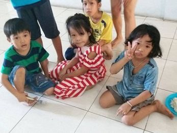 EXCLUSIVE: Fate of Vietnamese asylum seeker children hangs in the balance