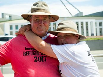 Father pledges second walk to Canberra to support Manus Island refugees