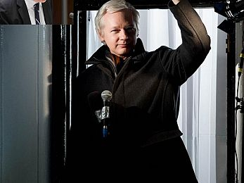 Successive Australian governments throw Julian Assange to the wolves