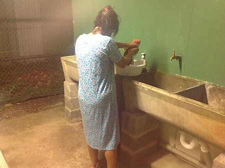 Manus mother washing