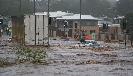 20110110_toowoomba_floods_trapped_woman