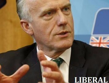 Eric Abetz vs Scott Ludlam and Larissa Waters: Why the s44 double standard?