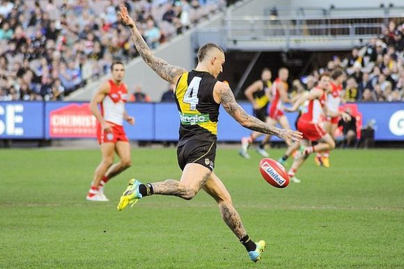 Race tightens for finals-footy berth