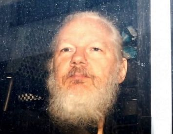 U.S. Government keeps fighting  to extradite Julian Assange